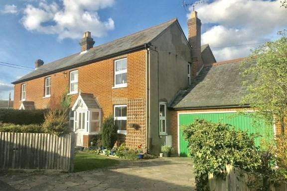 4 Bedrooms Semi Detached House for sale in Hampden Road, Speen