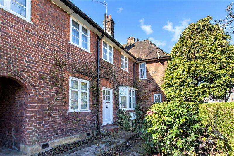 3 Bedrooms Cottage House for sale in Addison Way, Hampstead Garden Suburb, NW11