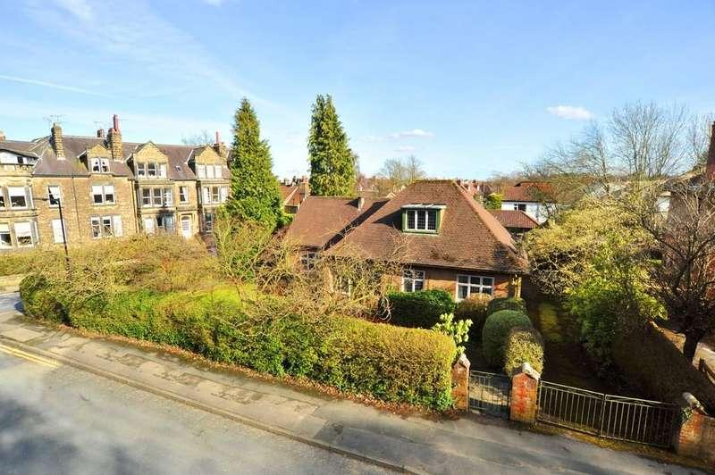3 Bedrooms Detached Bungalow for sale in Harlow Moor Drive, Harrogate