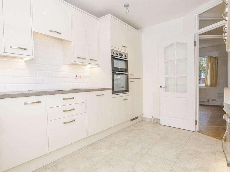 2 Bedrooms Maisonette Flat for sale in Abingdon Road, London