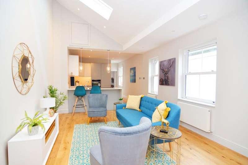 2 Bedrooms Flat for sale in Hampton Road, Hampton Hill, TW12