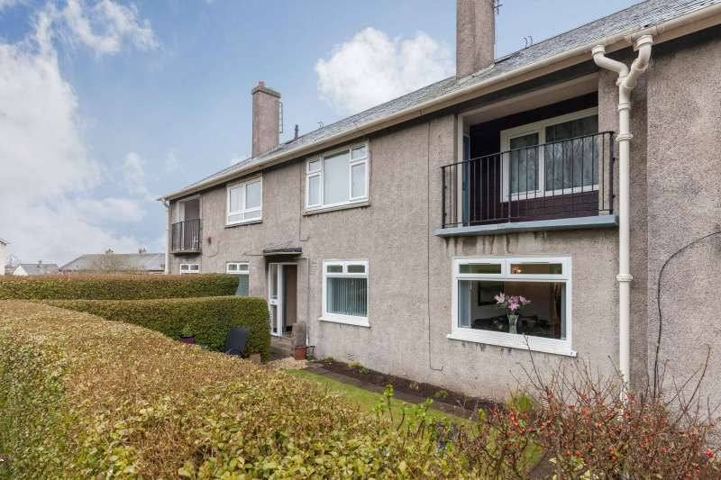 2 Bedrooms Ground Flat for sale in Meadowfield Drive, Edinburgh, EH8 7PA