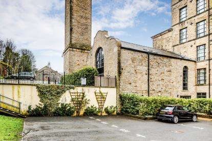 2 Bedrooms Flat for sale in Quarry Bank Mill, Stoney Lane, Longwood, Huddersfield