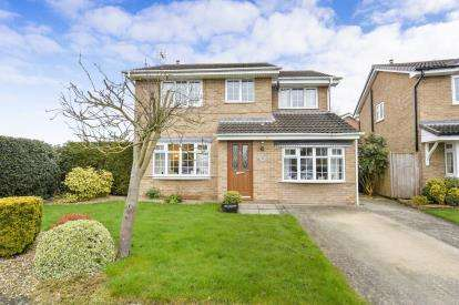 4 Bedrooms Detached House for sale in Darrowby Close, Thirsk