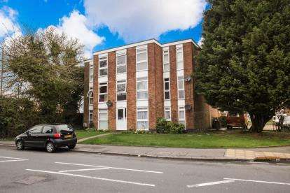2 Bedrooms Flat for sale in Elderberry Close, Luton, Bedfordshire