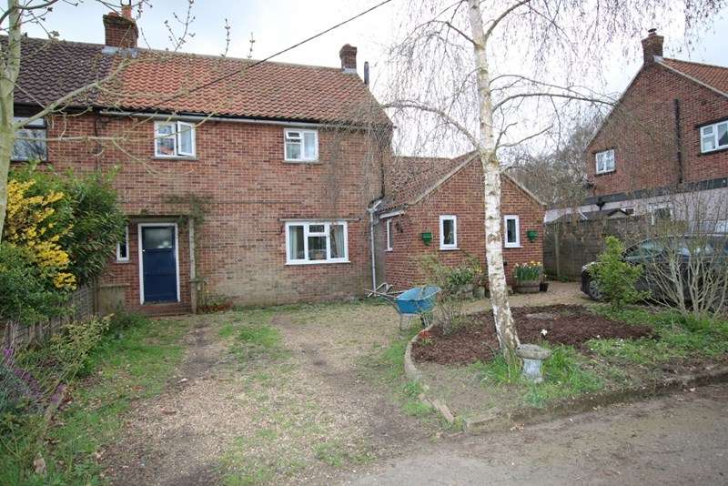 3 Bedrooms Semi Detached House for sale in Attleborough Road, Caston, Attleborough