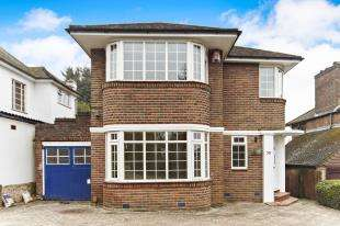 3 Bedrooms Detached House for sale in Mitchley Hill, Sanderstead, South Croydon, Surrey