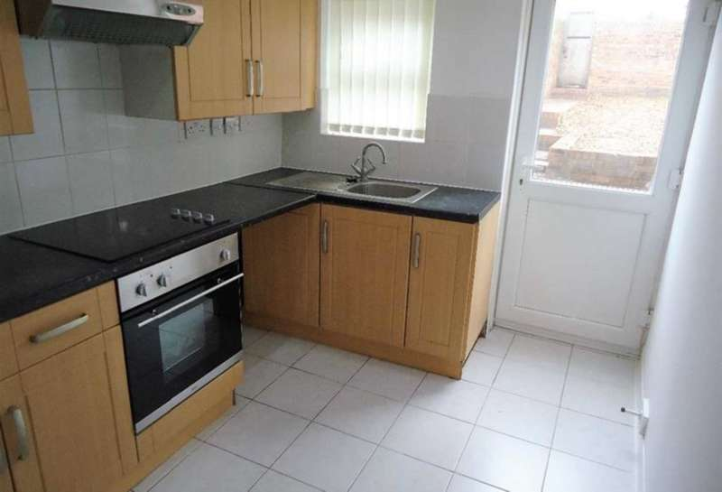 2 Bedrooms Maisonette Flat for rent in Rock Lane West, Rock Ferry, Wirral