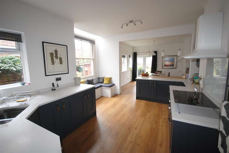 4 Bedrooms Semi Detached House for sale in Swinley Road, Swinley, Wigan