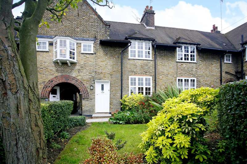 3 Bedrooms Cottage House for sale in Asmuns Place, Hampstead Garden Suburb, NW11