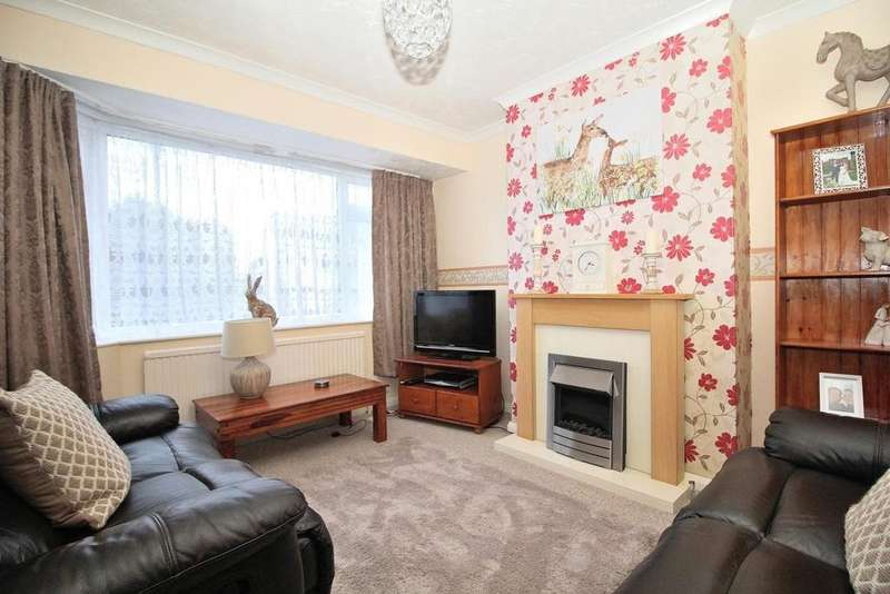 3 Bedrooms Terraced House for sale in Gloucester Avenue, Moulsham Lodge, Chelmsford, Essex, CM2