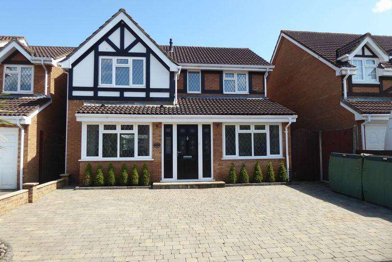 5 Bedrooms Detached House for sale in Maplin Park, Langley.