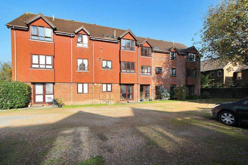 2 Bedrooms Flat for sale in Sussex Lodge, North Parade, Horsham