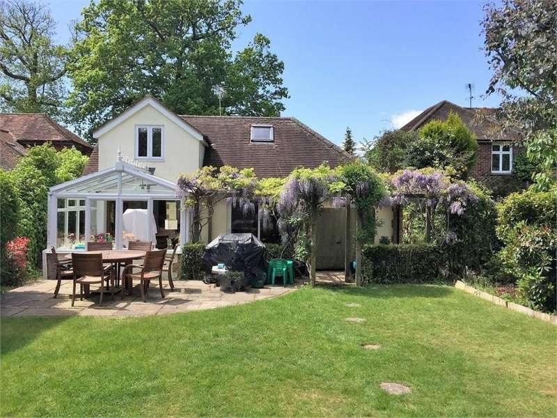 5 Bedrooms Detached House for sale in Kings Lane, WINDLESHAM, Surrey