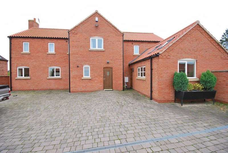 5 Bedrooms House for rent in Moor Lane, East Stoke, Nottinghamshire