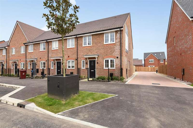 3 Bedrooms End Of Terrace House for sale in Shopwyke Lakes, Chichester