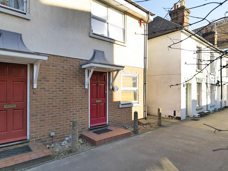 3 Bedrooms Property for sale in Portsmouth Road, Thames Ditton, KT7