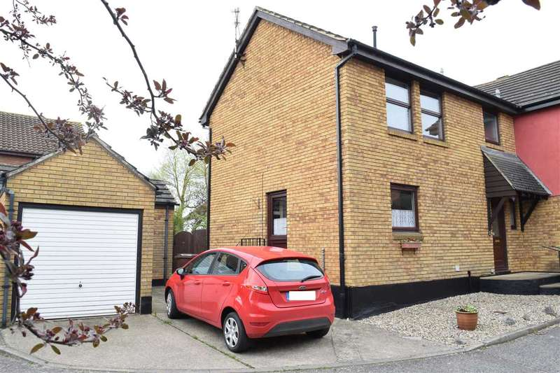 3 Bedrooms Semi Detached House for sale in Barlows Reach, Chelmer Village, Chelmsford