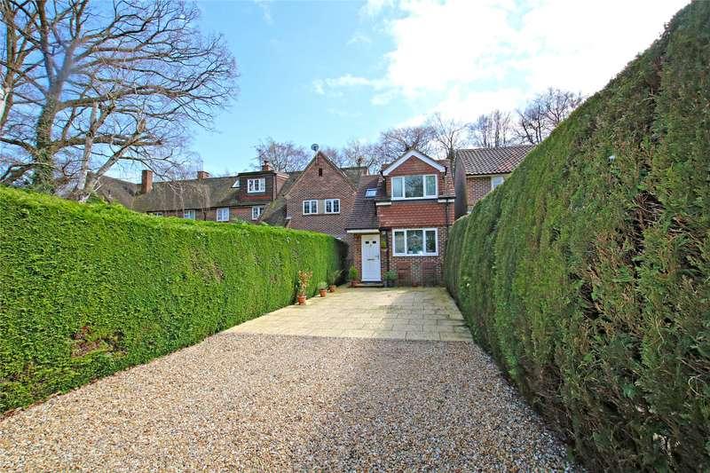 3 Bedrooms Detached House for sale in Albert Drive, Sheerwater, Surrey, GU21