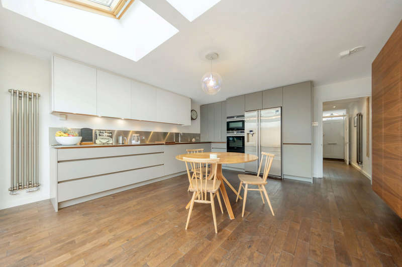 3 Bedrooms Terraced House for sale in Houblon Road