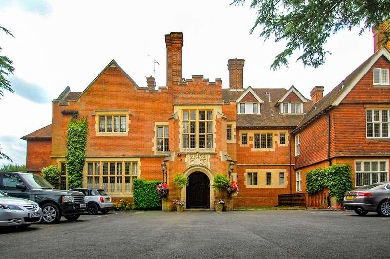 3 Bedrooms Flat for sale in Framewood Manor, Framewood Road, Stoke Poges, SL2