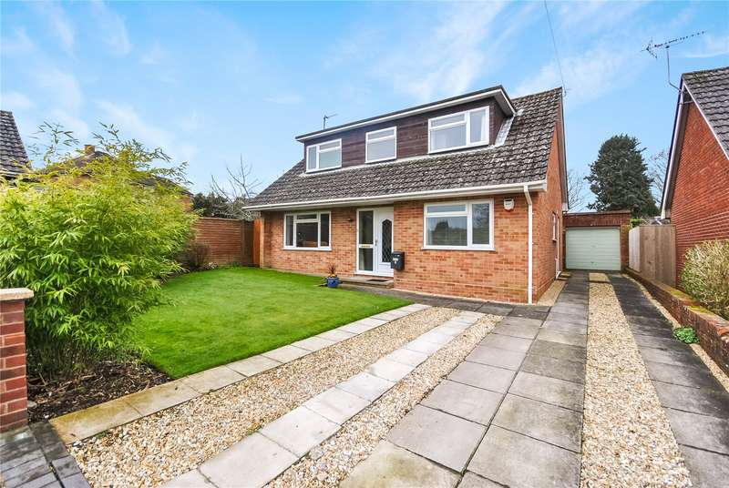 3 Bedrooms Detached Bungalow for sale in Vicarage Close, Chard, Somerset, TA20