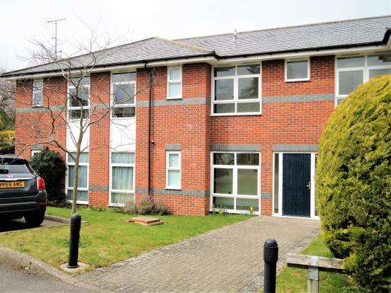 2 Bedrooms Flat for sale in Wrecclesham, Farnham, Surrey