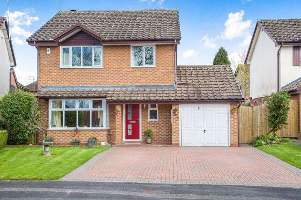 4 Bedrooms Detached House for sale in Blackwater, Hampshire, 5 Burlington