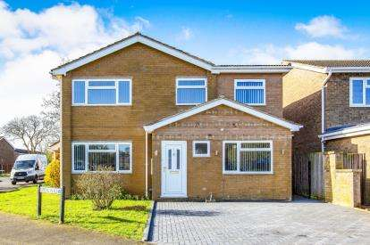 5 Bedrooms Detached House for sale in Kipling Place, Eaton Ford, St. Neots, Cambridgeshire