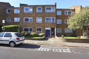 1 Bedroom Flat for sale in Bartholomew Close, Wandsworth, London