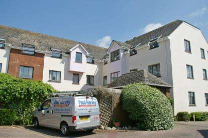 2 Bedrooms Flat for sale in Kerslakes Court, Honiton, Devon