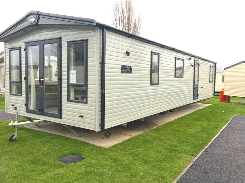 2 Bedrooms Caravan Mobile Home for sale in St Osyth Beach Holiday Park, Beach Road, St Osyth, Clacton-On-Sea