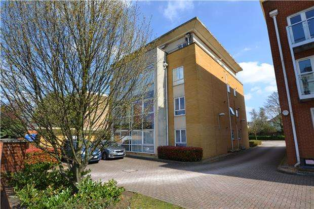 2 Bedrooms Flat for sale in Woodcote Road, WALLINGTON, Surrey, SM6 0PU