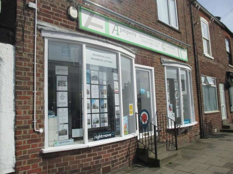 Showroom Commercial for rent in High Street, Holbeach, Lincs, PE12 7ED