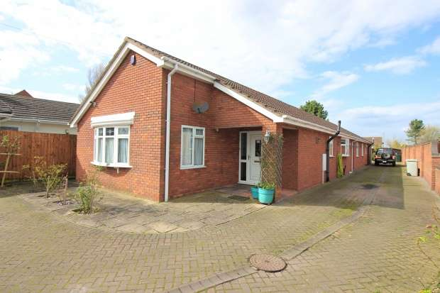 5 Bedrooms Detached Bungalow for sale in Youngers Lane, Skegness, Parts Of Lindsey, PE24 5JQ
