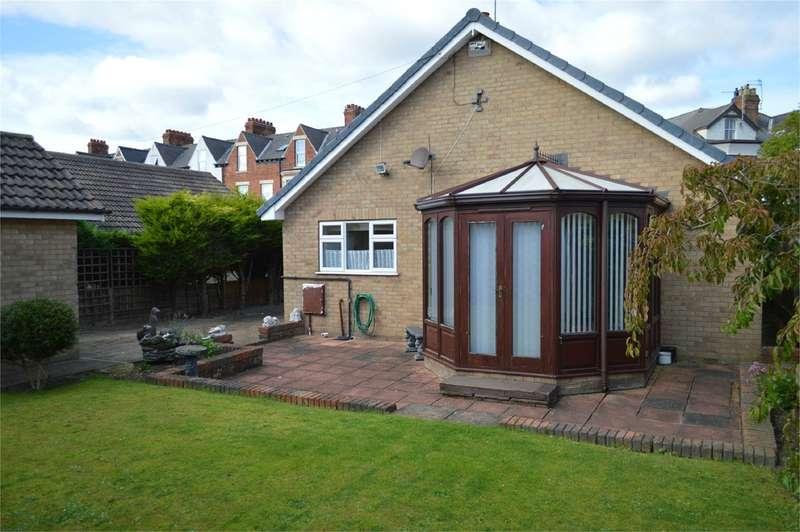 2 Bedrooms Detached Bungalow for sale in Wilton Road, Hornsea, HU18