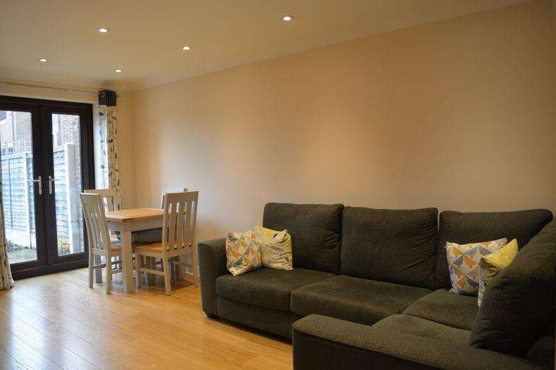 2 Bedrooms Terraced House for sale in Aycliffe Road, Borehamwood