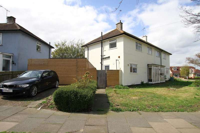 3 Bedrooms Semi Detached House for sale in Picketts Avenue, Leigh-On-Sea