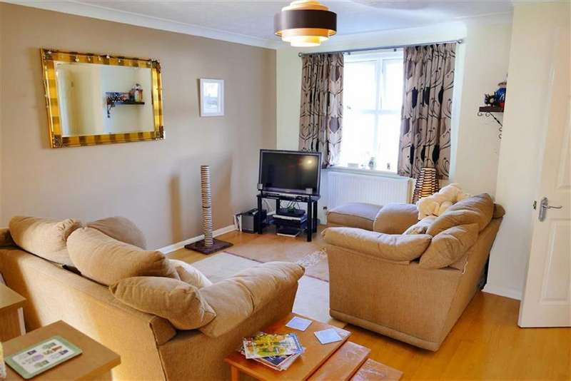 3 Bedrooms Detached House for sale in Portland Way, Calne, Calne