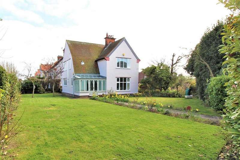 3 Bedrooms Detached House for sale in Wash Lane, Clacton-On-Sea