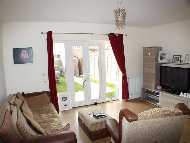 3 Bedrooms Semi Detached House for sale in Meadow Drive, Henfield