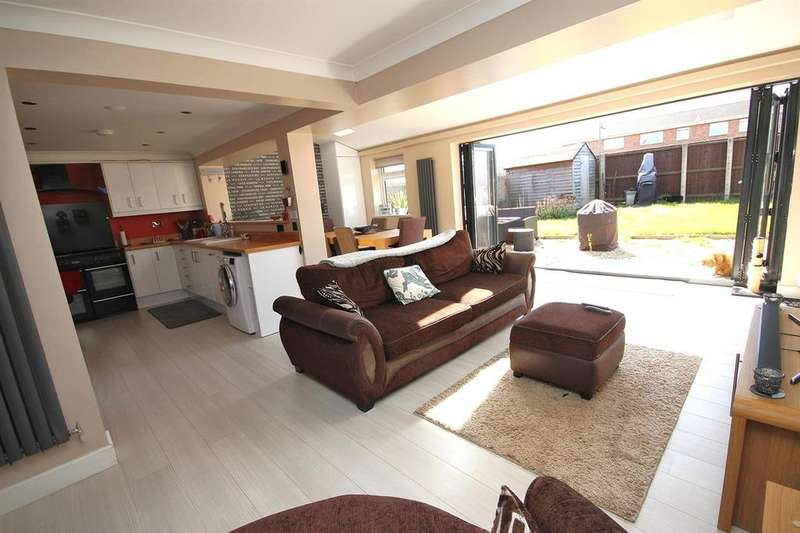 4 Bedrooms End Of Terrace House for sale in Millfield, Poole