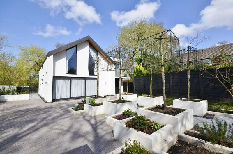 4 Bedrooms Detached House for sale in Mayfield Road, Timperley, Altrincham