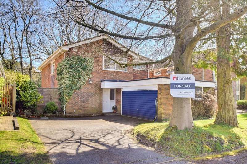 4 Bedrooms Detached House for sale in Pine Walk, Liss, Hampshire