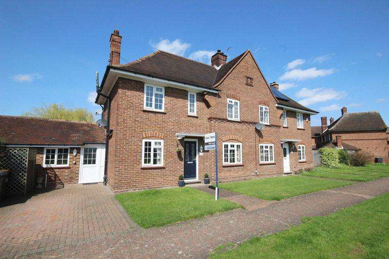 3 Bedrooms Semi Detached House for sale in Churchill Close, Stewartby