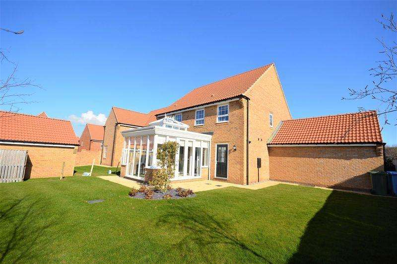 4 Bedrooms Detached House for sale in Kingfisher Drive, Whitby
