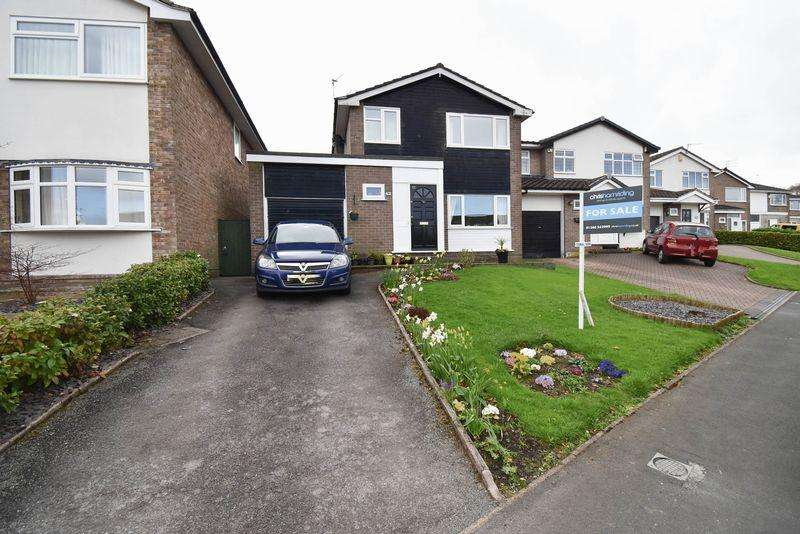 4 Bedrooms Detached House for sale in Daven Road, Congleton