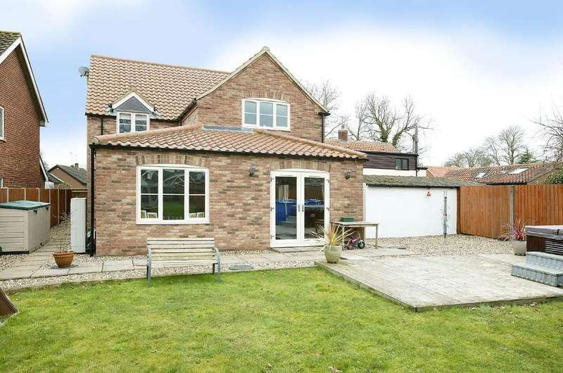 4 Bedrooms Detached House for sale in Dereham Road, Mattishall