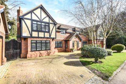 5 Bedrooms Detached House for sale in Forest Drive, Keston Park