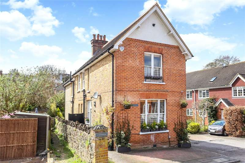4 Bedrooms Detached House for sale in Chesham Road, Guildford, Surrey, GU1